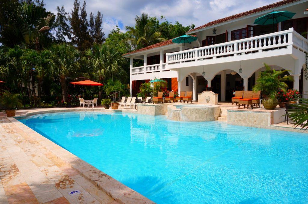 pool cleaning Carrollwood FL